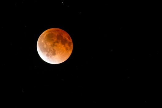 Total_lunar_eclipse_(blood_moon)_-_eclipse_ending_-_April_2014
